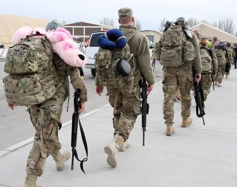 Amerykańscy żołnierze w bazie Manas /IGOR KOVALENKO /PAP/EPA