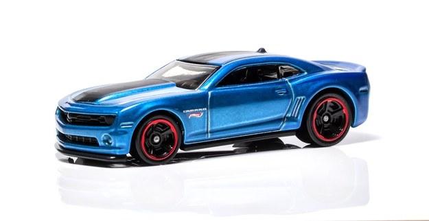 Amerykańska firma Mattel produkuje modele Hot Wheels od 1968 r. Pierwszym była przeróbka ówczesnego Camaro (do dziś produkty tej marki wyróżniają się modyfikacjami nadwozia i fantazyjnym malowaniem). Testowane Camaro to nie pierwsza pełnowymiarowa wersja modeliku Hot Wheels, ale poprzednie były jednostkowymi egzemplarzami nieprzeznaczonymi na sprzedaż. /Hot Wheels