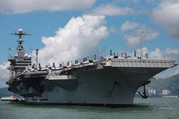 Amerykański lotniskowiec USS George Washington w Hong Kongu /AFP