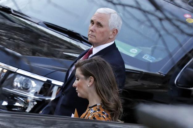 Amerykański wiceprezydent Mike Pence /YURI GRIPAS / POOL /PAP/EPA
