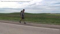 """Amerykański żołnierz maszeruje przez stan Iowa, by zwrócić uwagę na kwestie zdrowia psychicznego. """"Zawsze jest ktoś, komu na tobie zależy"""""""