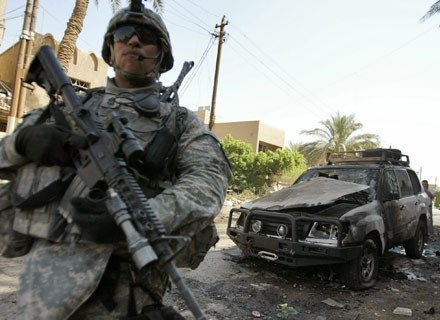Amerykański żołnierz w miejscu zamachu /AFP