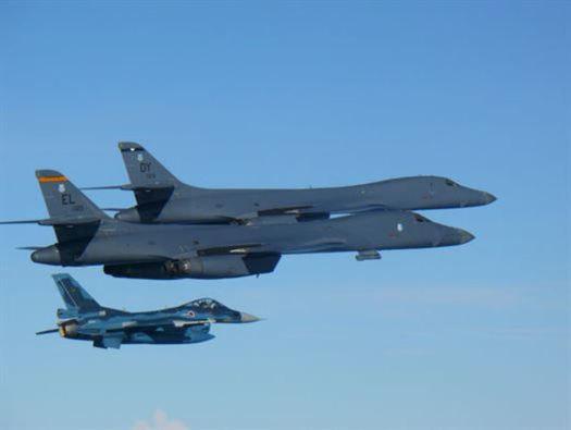 Amerykańskie bombowce przeleciały nad Półwyspem Koreańskim / U.S. Air Force/Handout /Agencja FORUM