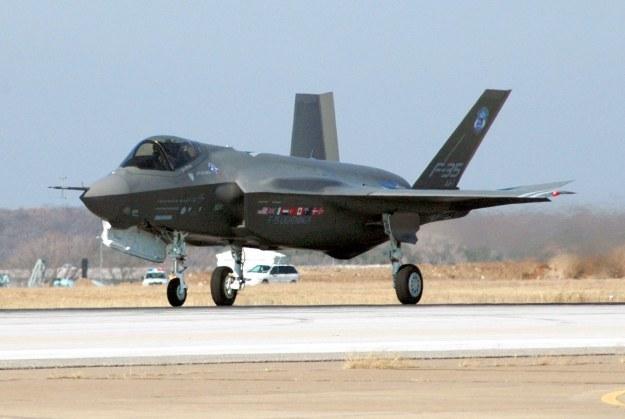Amerykańskie myśliwce F-35 będą od 2020 roku stacjonować w brytyjskiej bazie lotniczej w Lakenheath. /AFP