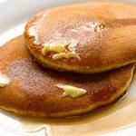 Amerykańskie pancakes z syropem klonowym