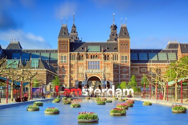 Amsterdam chce dyscyplinować niesfornych turystów /©123RF/PICSEL