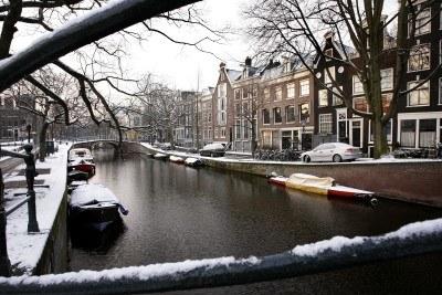 Amsterdam i rowery... Nawet zimą. /AFP