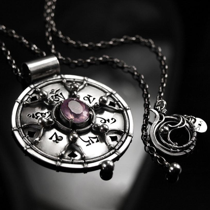 Amulet Om Mani Padme Hum autorstwa Bartosza Ciby /materiały prasowe
