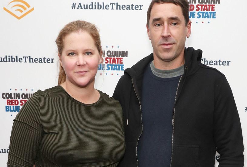 Amy Schumer z mężem na premierze /Cindy Ord /Getty Images
