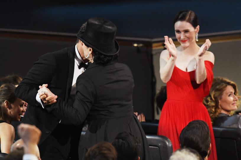Amy Sherman-Palladino i Rachel Brosnahan na gali Emmy /Kevin Winter /Getty Images
