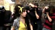 Amy Winehouse składa wizytę mężowi