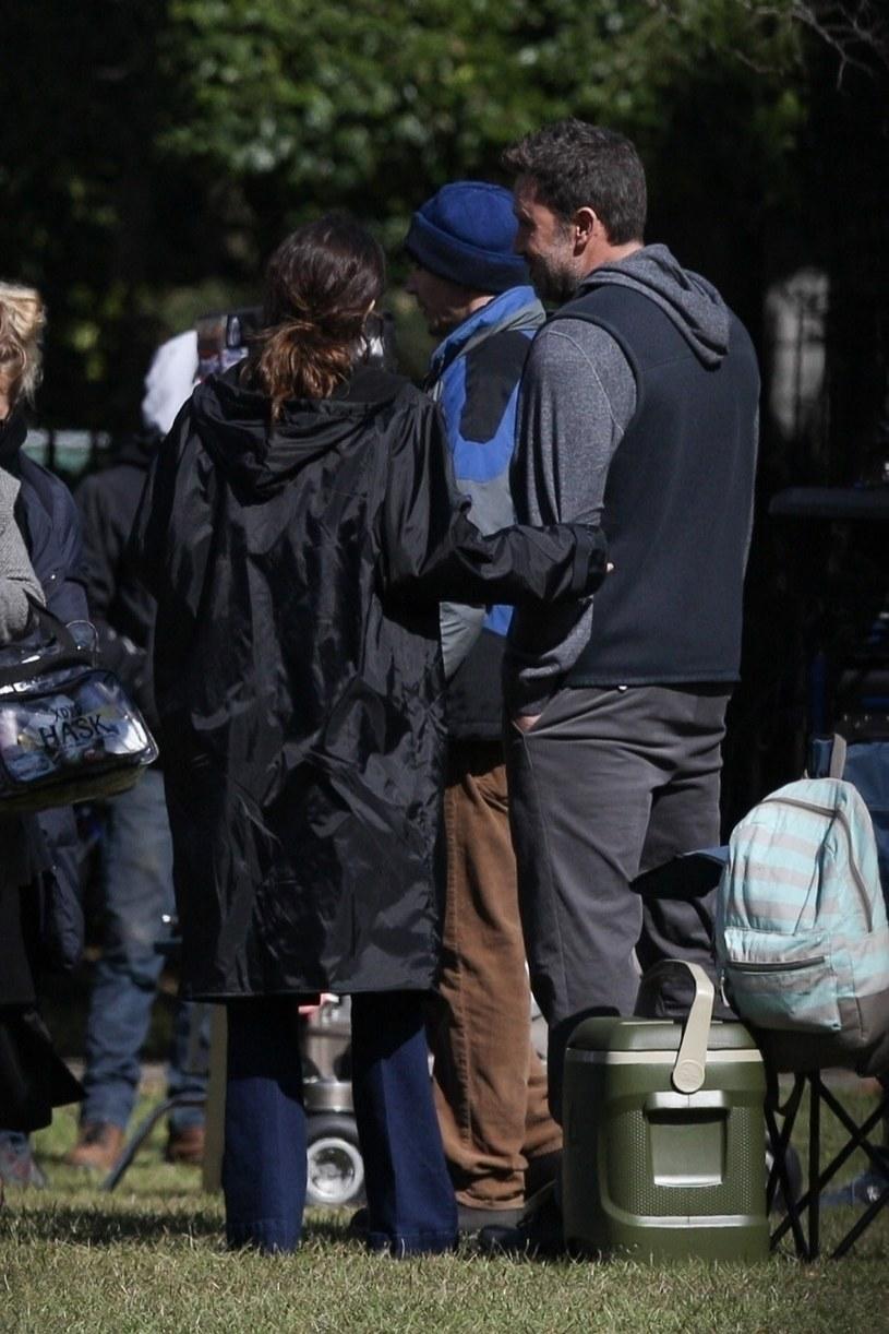 Ana de Armas i Ben Affleck na planie filmowym /BACKGRID /Agencja FORUM