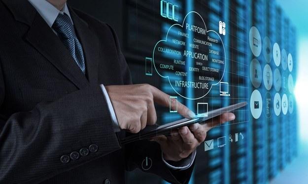 Analitycy Cisco przeprowadzili badania dotyczące przebiegu cyfrowej rewolucji w poszczególnych branżach gospodarki /123RF/PICSEL