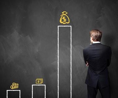 Analiza Interii: Skąd wzięły się kłopoty banków Czarneckiego?