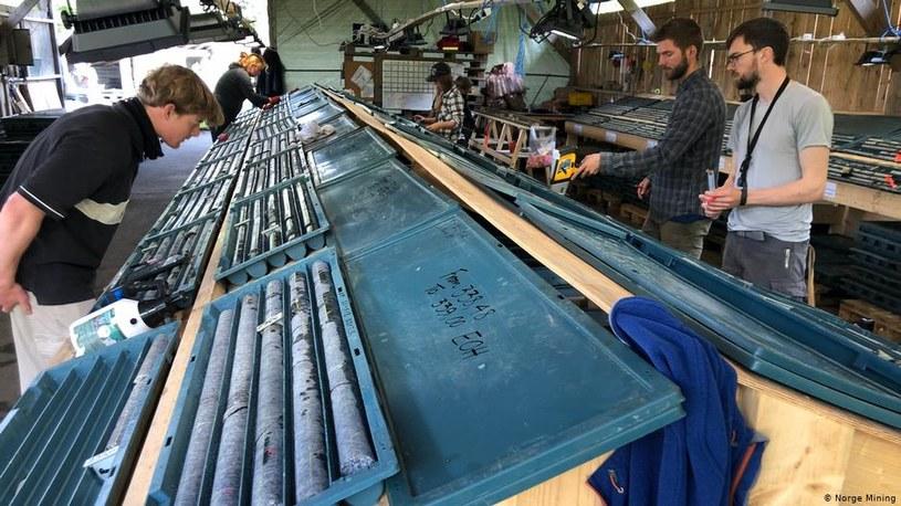 Analiza pobranych próbek surowców. Fot. Norge Mining /Informacja prasowa