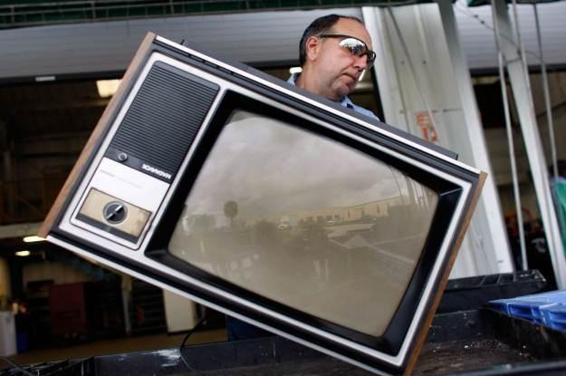 Analogowa telewizja powoli idzie na złom /AFP