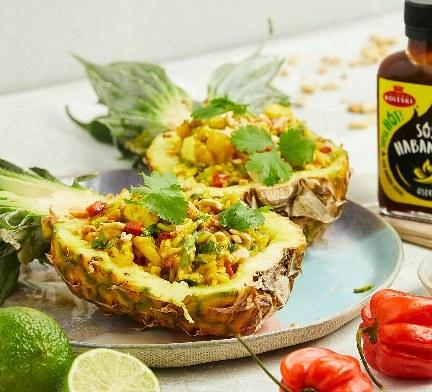 Ananas nadziewany /123RF/PICSEL