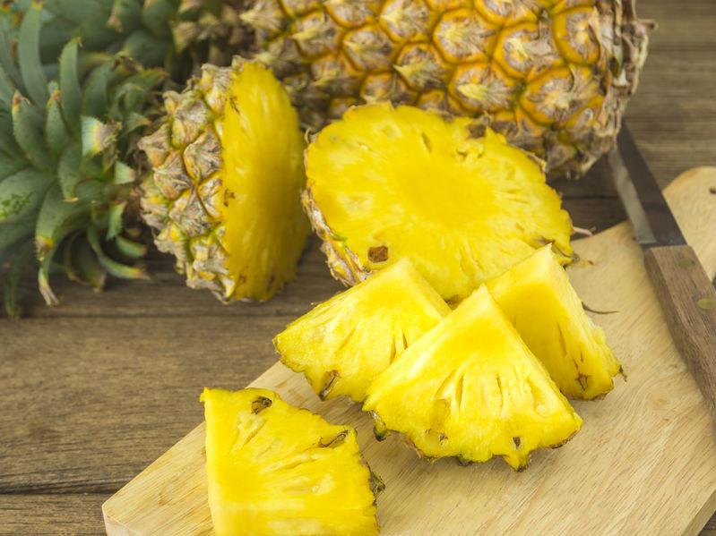 Ananas pomoże rozpalić zmysły /123RF/PICSEL