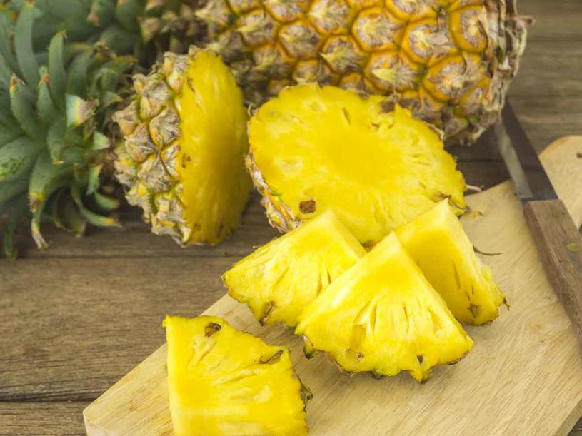 Ananas zawiera bromelainę /123RF/PICSEL