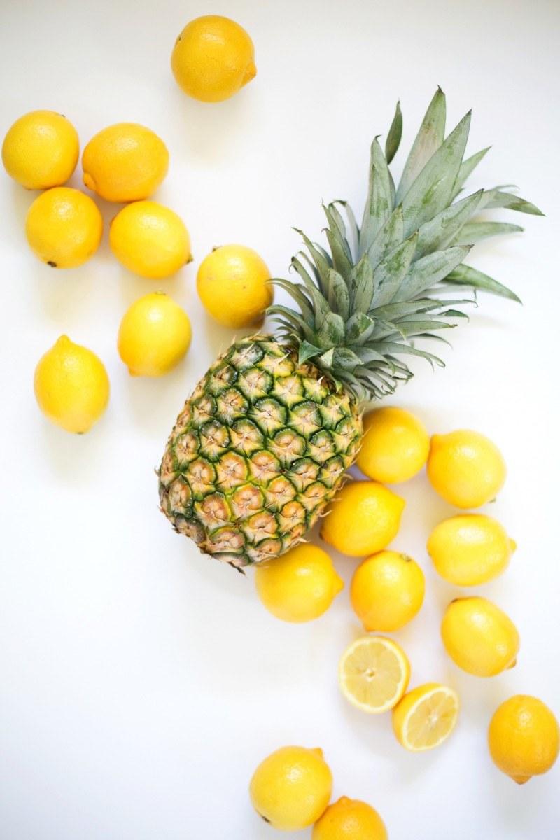 ananasy i  cytryny /© Photogenica
