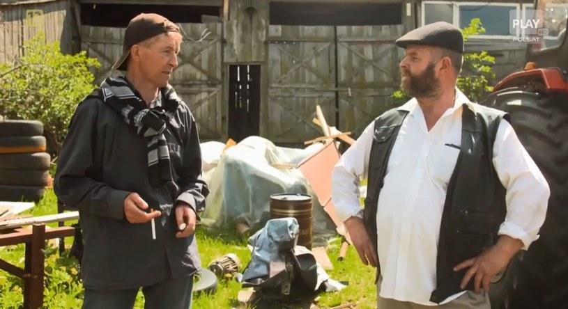 Andelek i jego przyjaciel Marek rozmawiają o wypadku / /