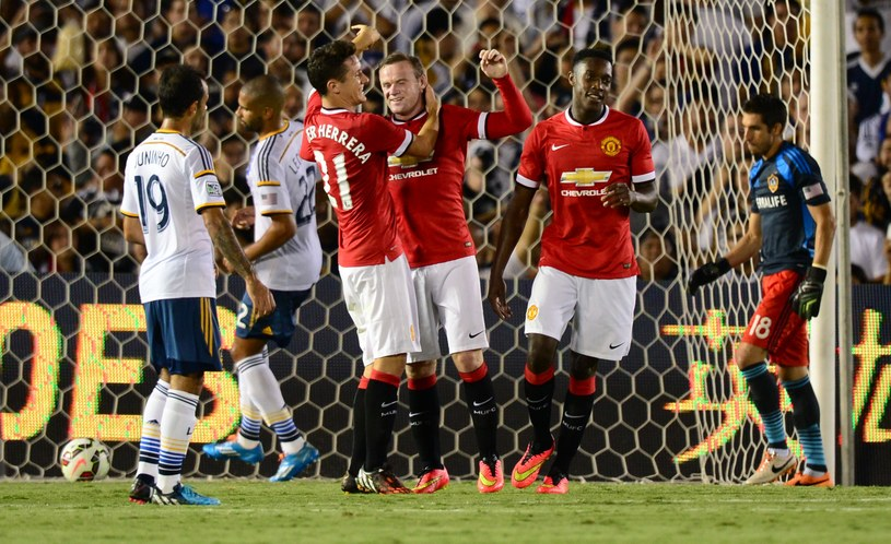 Ander Herrera, Wayne Rooney i Danny Welbeck mają powody do radości /AFP