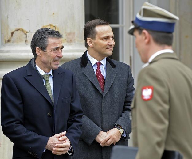 Anders Fogh Rasmussen w Polsce. Na zdjęciu z szefem polskiego MSZ, Radosławem Sikorskim /AFP