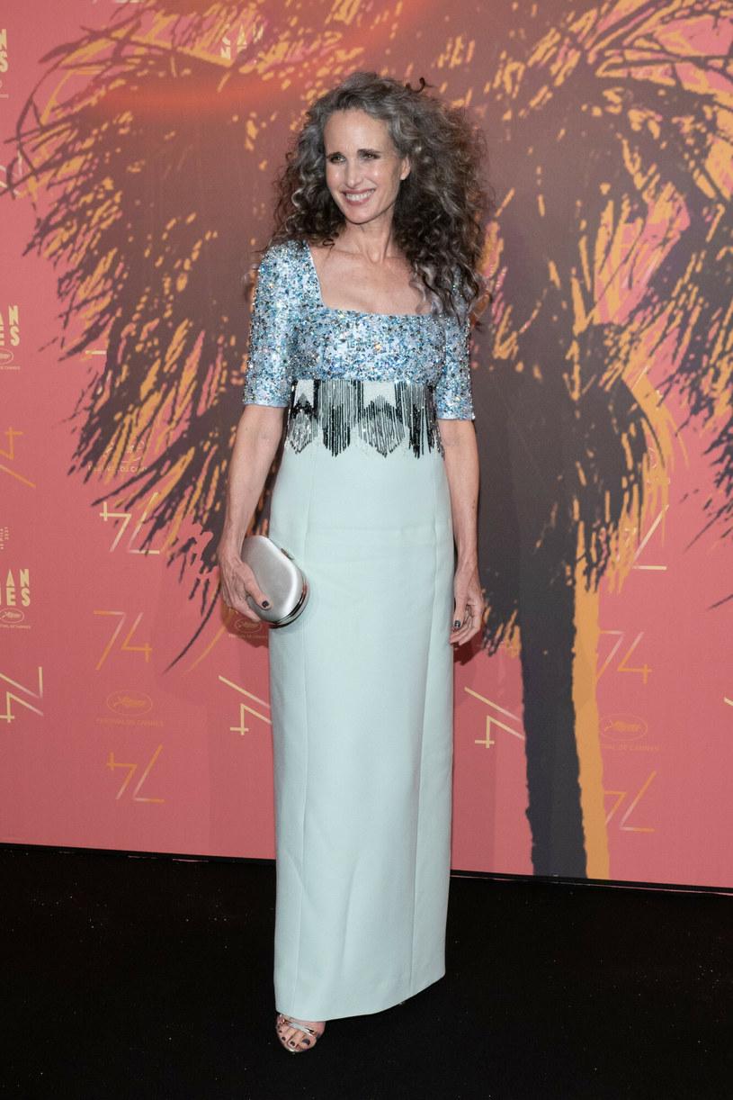 Andie MacDowell zachwyciła srebrzystą suknią podczas 74. Festiwalu Filmowego w Cannes /LAURENT LAURENT VU/SIPA /East News