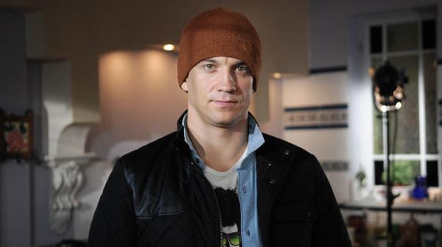 """33-letni Michał Czernecki gra obecnie Huberta, jednego z bohaterów serialu """"Pierwsza miłość"""". /Agencja W. Impact"""
