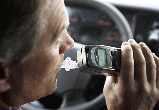 95 proc. Polaków uważa, że każdy kierowca po wejściu do samochodu powinien poddać się kontroli trzeźwości /
