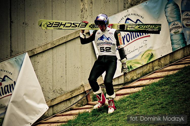 Adam Małysz podczas jednego z konkursów letniej Grand Prix /fot. Dominik Modrzyk /Gorąca Linia RMF FM