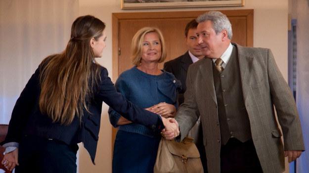 Agata poznaje rodziców żony kochanka. Skomplikowane? /Agencja W. Impact