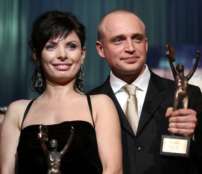Agnieszka Dygant i Piotr Adamczyk dzierżący swoją pierwszą Telekamerę /AKPA