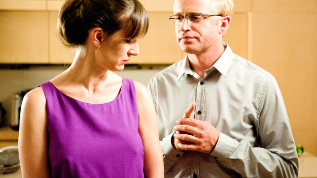 Andrzej może podziwiać i chwalić gust narzeczonej. Ale to ona wybierze ślubne stroje dla nich obojga. /Agencja W. Impact