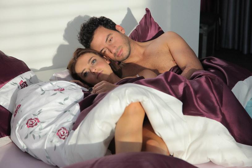 Aneta,  łóżko, Pino z poduszką... /Agencja W. Impact
