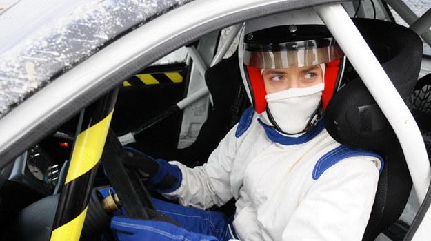 Artur Sagowski (Filip Bobek) na torze wyścigowym /Agencja W. Impact