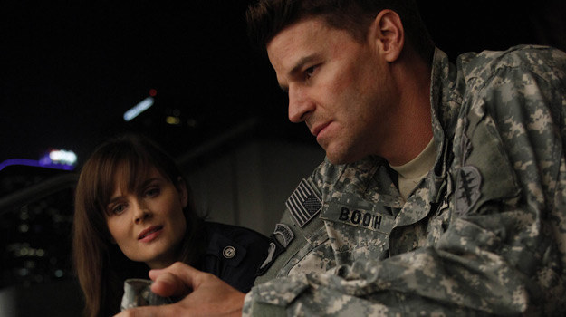Brennan (Emily Deschanel) i Booth (David Boreanaz) /Polsat