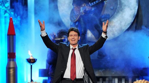 Charlie Sheen na własnym linczu. Czyżby był to biznes lincz? /materiały prasowe