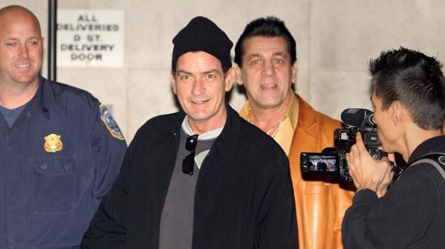 """Charlie Sheen przed kolejnym występem w swoim show, """"My Violent Torpedo Of Truth/Death Is Not an Option"""" /AFP"""