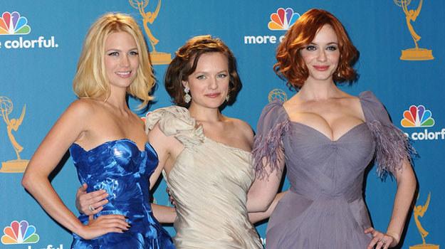"""Christina Hendricks (pierwsza z prawej) wraz z innymi gwiazdami serialu """"Mad Men"""" /AFP"""