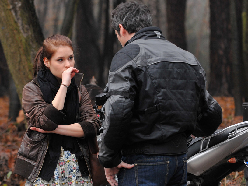 Czy Łukasz (Paweł Deląg) rozwiedzie się ze swoją żoną dla młodej Natalii (Malwina Buss)? /Agencja W. Impact