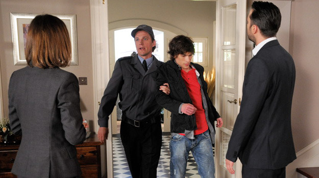 Czy policja odbierze Arturowi dzieci? /Agencja W. Impact