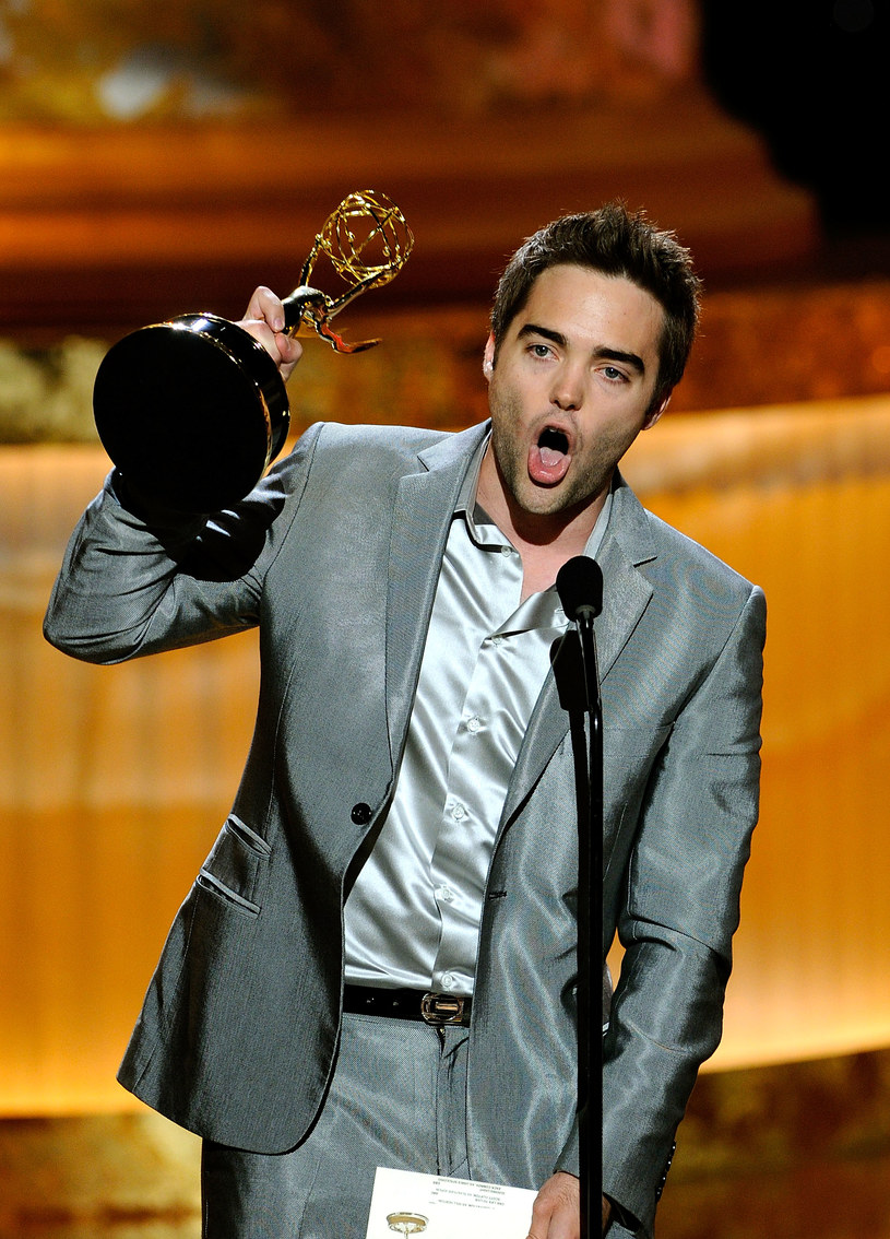 Drew Tyler Bell odbiera statuetkę Emmy /Ethan Miller /Getty Images/Flash Press Media