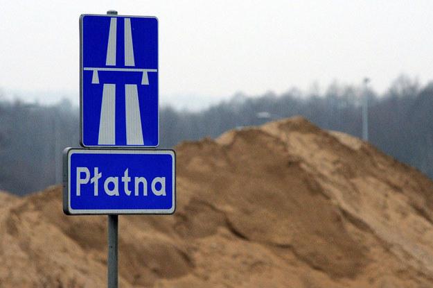Drogi w Polsce zaczną się dzielić na dwie grupy - te dobrej jakości, dla bogatych lub jeżdżących samochodami służbowymi, i cała byle jaka reszta /Fot. Wojciech Strozyk /Reporter