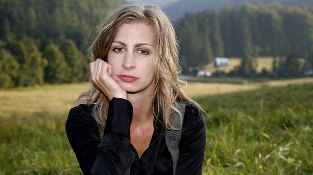 Ewa (Magdalena Schejbal) straci pracę i... wyruszy na wycieczkę, podczas której dojdzie do wypadku /Polsat
