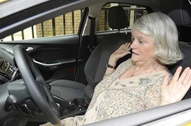 Faceci uważają parkingowe kłopoty kobiet za jeden z kluczowych dowodów, świadczących o ogólnej wyższości płci męskiej nad żeńską