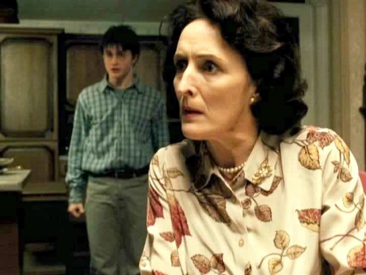 Fiona Shaw przekonała nas, że potrafi wyglądać przerażająco... /materiały prasowe