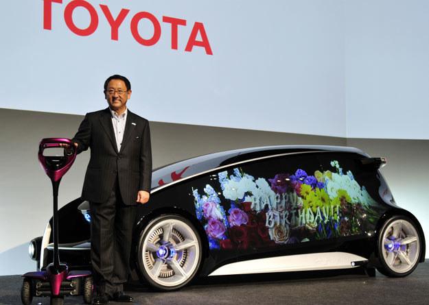 Jak poinformował prezes japońskiego koncernu, Akio Toyoda, najnowszy concept car Toyoty ma unaoczniać możliwości nowoczesnych technologii /AFP