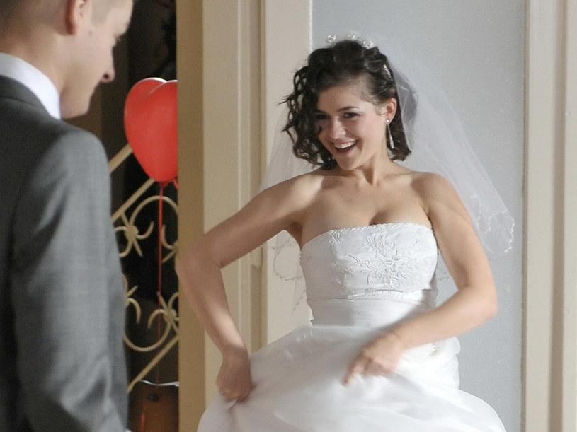 Jak się Wam podobają ślubne kreacje Kingi i Piotrka? /Agencja W. Impact