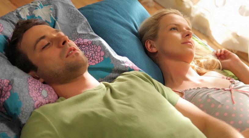 Julia (Marta Nieradkiewicz) i Paweł (Marcin Hycnar) myślą o wyjeździe do Italii /Agencja W. Impact